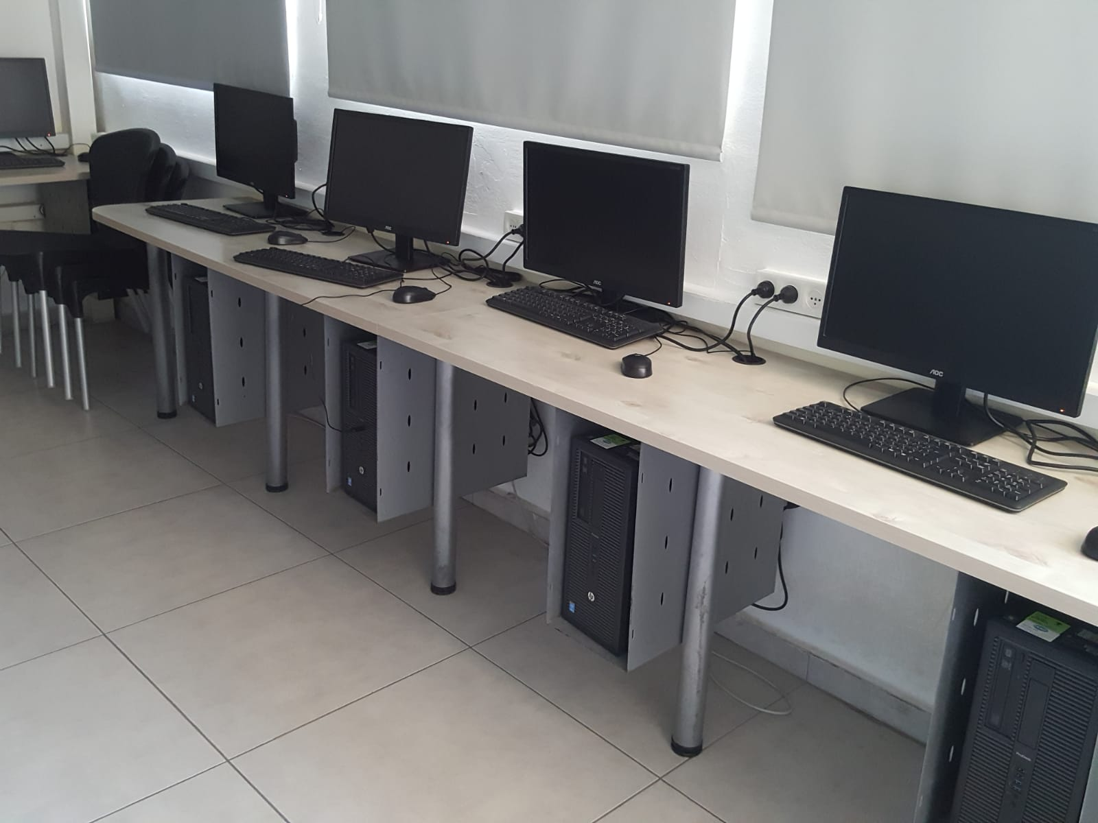 מעבדת מחשבים בבית ספר