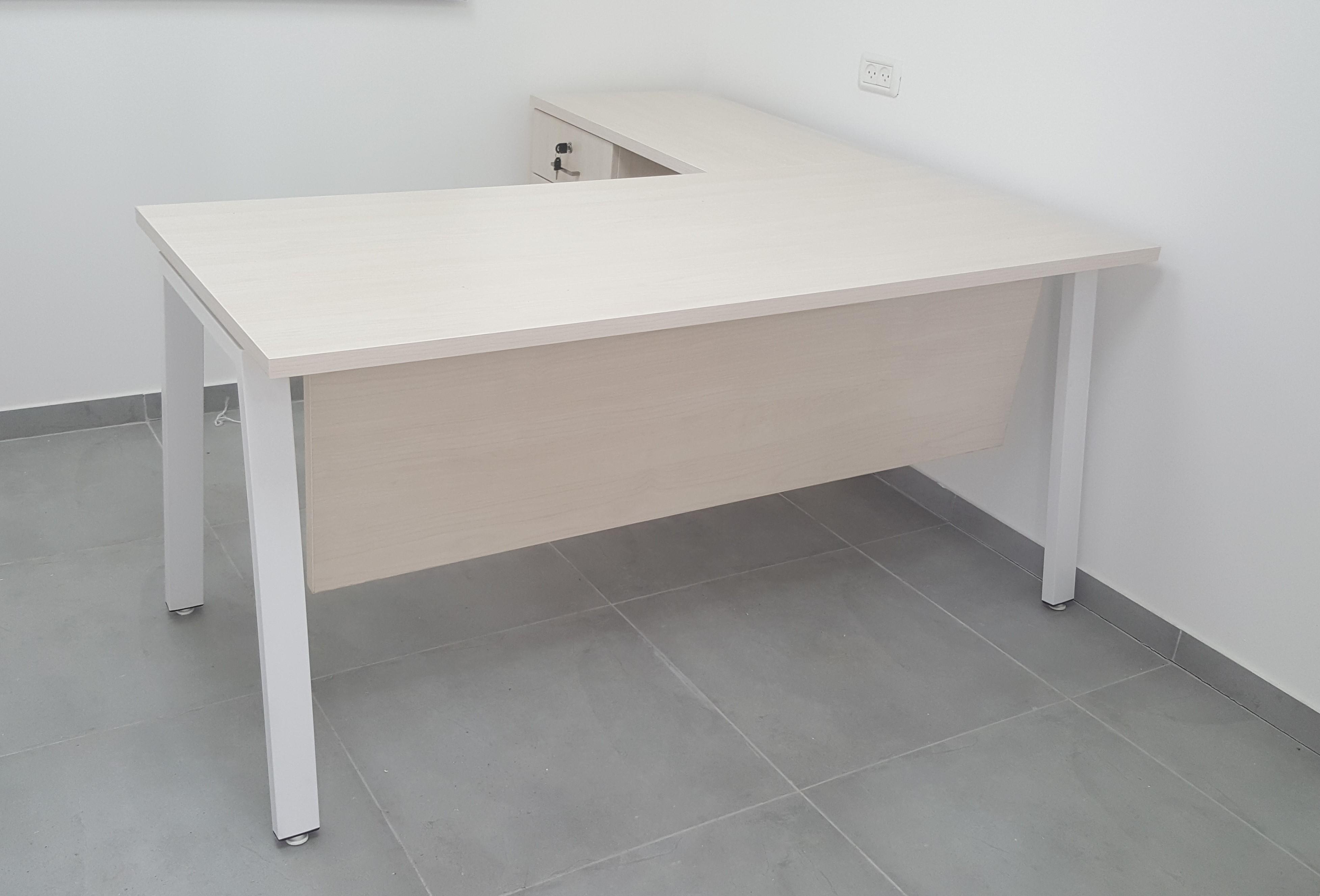 שולחן דגם לוטוס רגלי מתכת משופעות