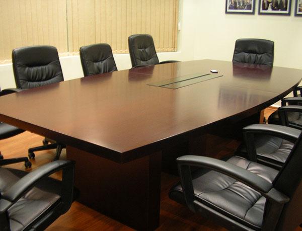 שולחן ישיבות פורניר מפואר