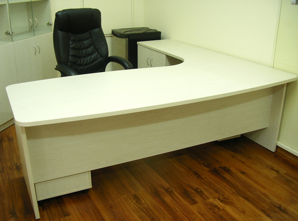 שולחן מנהל ארגונומי רעות