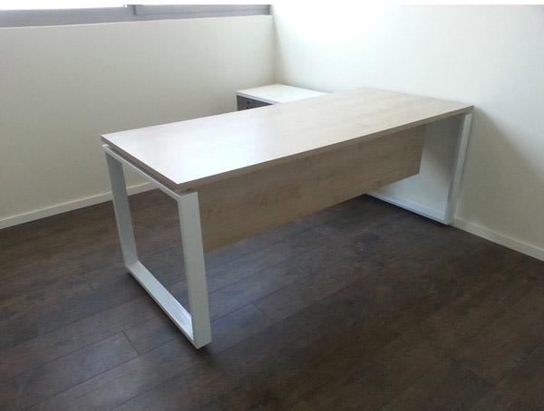 שולחן משרדי '' פנינה '' רגלי מתכת מסגרת + סינר