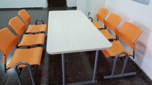 שולחן +ספסל מובי במרחבי למידה בבית ספר